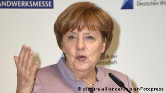 Deutschland Angela Merkel, Spitzengespräch der deutschen Wirtschaft in München (picture-alliance/Geisler-Fotopress)