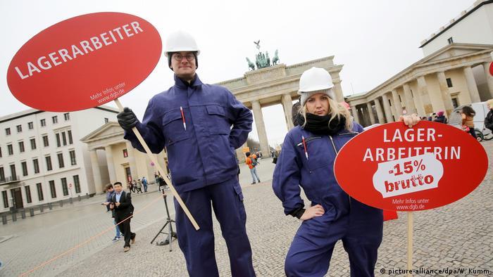 Deutschland Kundgebung zum Equal Pay Day Recht auf mehr! (picture-alliance/dpa/W. Kumm)