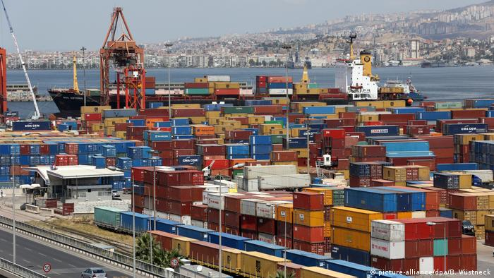 Izmir port in Turkey (picture-alliance/dpa/B. Wüstneck)