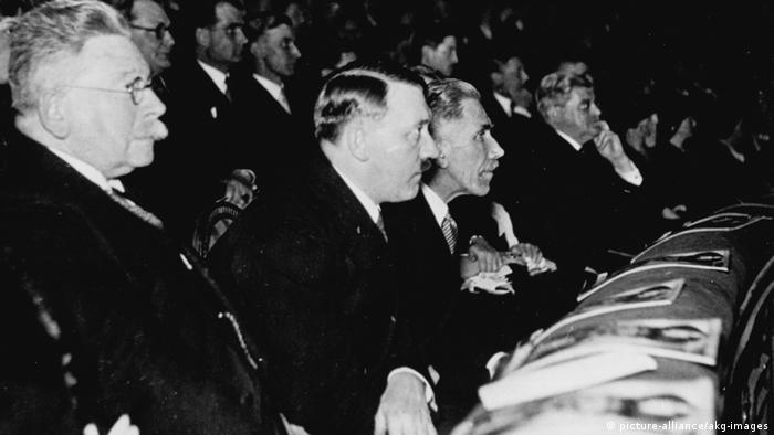 Adolf Hitler at a premiere of the film Morgenrot (picture-alliance/akg-images)