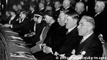 Hitler no cinema em 1933