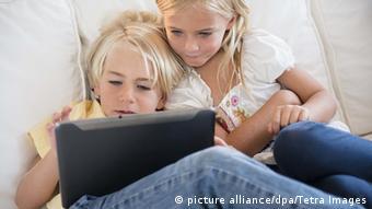 Kinder mit einem Tablet Computer