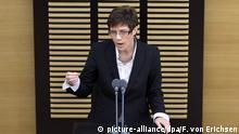 Deutschland Annegret Kramp-Karrenbauer im Landtag Saarland
