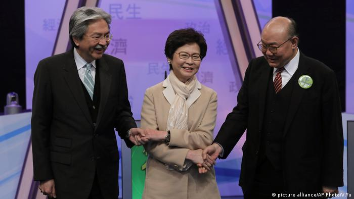 Carrie Lam, John Tsang Chun-wah, Woo Kwok-hing TV Debatte Hongkong (picture alliance/AP Photo/V.Yu)