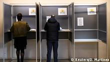 15.03.2017+++ Voters mark their ballots iin the general election in The Hague, Netherlands, March 15, 2017. REUTERS/Dylan Martinez