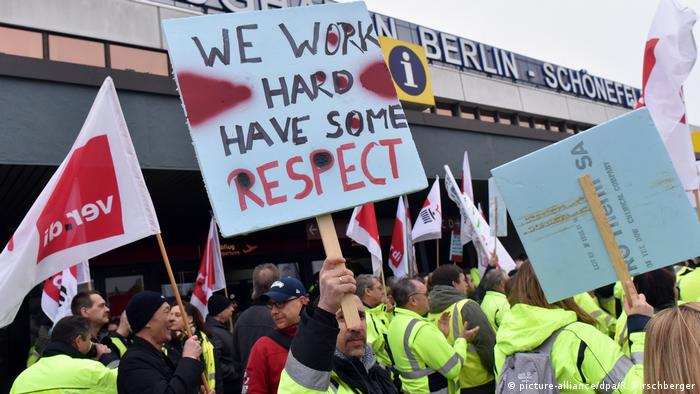 Striking workers hold a sign saying we work hard have some respect (picture-alliance/dpa/R. Hirschberger)
