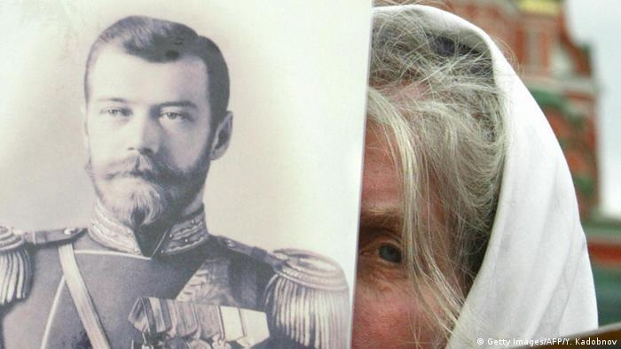 На демонстрации в Москве с портретом Николая II
