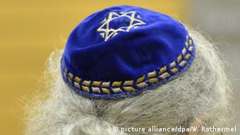A man wearing a kippa (picture alliance/dpa/W. Rothermel)