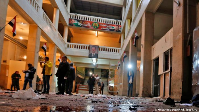 عشرات القتلى والجرحى في تفجيرين انتحاريين يهزان دمشق