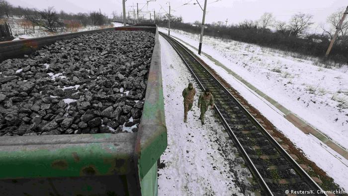 Ukraine Blockade von Transportwegen - Kohletransport bei Donezk (Reuters/K. Chernichkin)