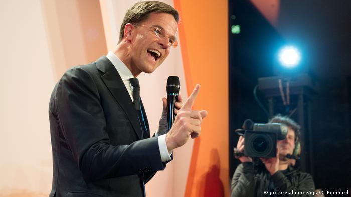 Niederlande Wahlen Mark Rutte in Den Haag (picture-alliance/dpa/D. Reinhard)