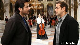 Film Yuvvraaj Foto: Vertrieb Eros International die indische Schauspielerin Katrina Kaif Anil Kapoor, Salman Khan (r), im Hintergrund Katrina Kaif
