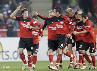 Bayer Leverkusen will an die Tabellenspitze (AP Photo/Martin Meissner)