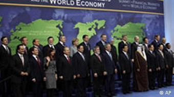 Gruppenbild der Staats- und Regierungschefs beim Finanzgipfel der G20-Staaten in Washington im November 2008 (Foto: AP)