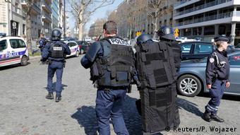 Η γαλλική αστυνομία πραγματοποιεί έρευνες μετά την έκρηξη του πακέτου στην έδρα του ΔΝΤ στο Παρίσι