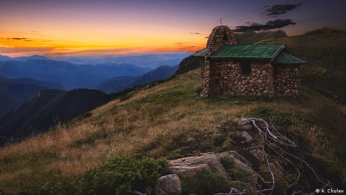 Параклисът Св. Троица до хижа Ехо в Стара планина