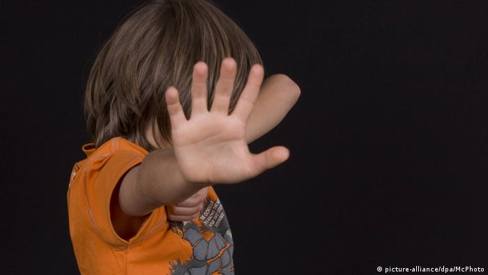 Kindesmissbrauch Gewalt gegen Kinder sexuelle Gewalt Misshandlung (picture-alliance/dpa/McPhoto)