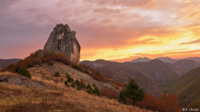 Жълт камък (Саръкая) в Източните Родопи