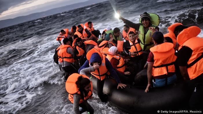"""Yunanistan'ın sınır bölgelerinin belediye başkanları, 2015 yılında yaşanan akın kadar olmasa da şu anda da korkutucu"""" düzeyde bir sığınmacı akınının olduğunu aktardı."""