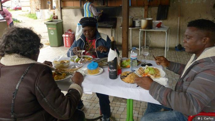 Portugal   Afrikaner in Lissabon   Essen (J. Carlos)