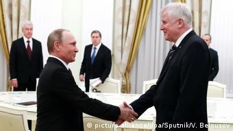Οι εκδρομές Ζεεχόφερ σε Μόσχα και Βουδαπέστη σχολιάστηκαν αρνητικά