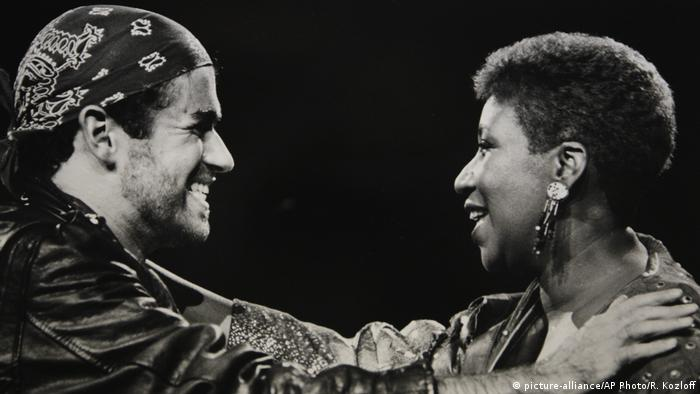 George Michael & Aretha Franklin bei einem Auftritt.