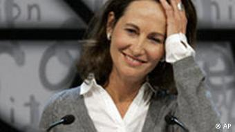 French Socialist party member and former presidential candidate Segolene Royal delivers her speech after announcing she was a candidate to become Secretary General of the French Socialist Party, on the last day of the 75th French Socialist Party congress in Reims, eastern France, Sunday Nov. 16, 2008. (AP Photo/Remy de la Mauviniere)