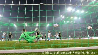 Fussball UEFA Europa League - Borussia Moenchengladbach v Schalke 04 (picture-alliance/AP Photo/M. Meisner)