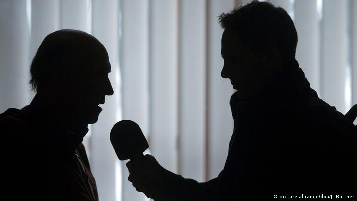 Symbol image of a radio interview (picture alliance/dpa/J. Büttner)