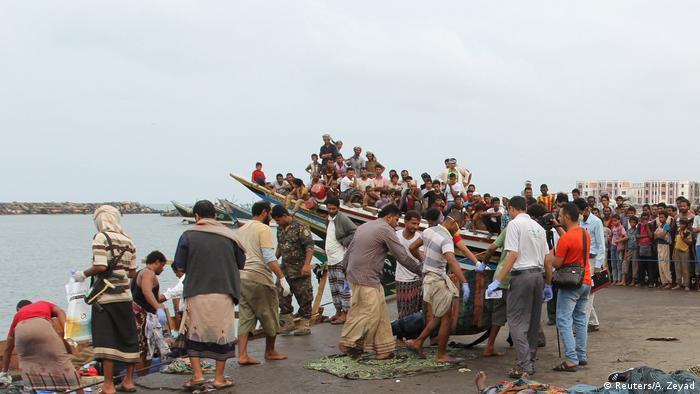 Jemen Kampfhubschrauber tötet offenbar Dutzende Flüchtlinge (Reuters/A. Zeyad)