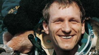 Klaus Dietrich Flade nach der Landung mit der Sojus TM 13 am 25. März 1992