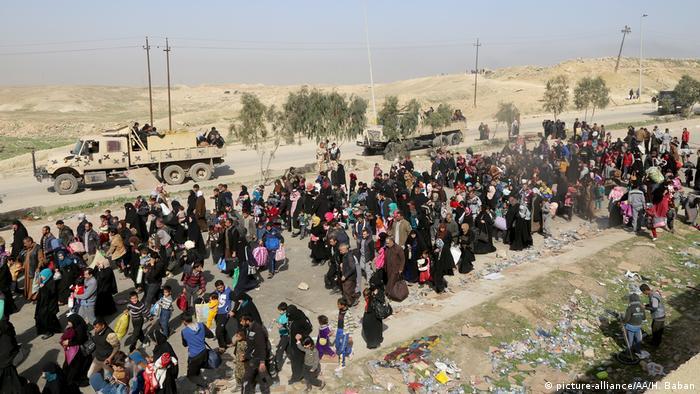 Жители Мосула покидают город