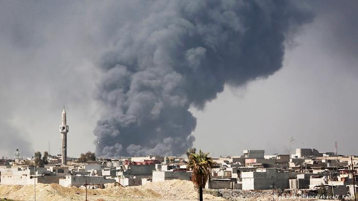 Дым от пожаров над Мосулом