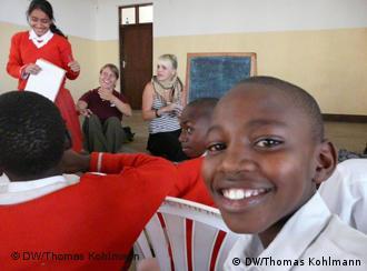 Ein Deutsch-Schüler lächelt in die Kamera.
