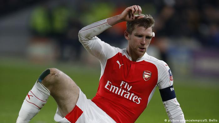 Per Mertesacker playing in the FA Cup