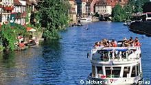 Deutschland Bamberg Ausflugsboot auf der Regnitz