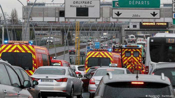 Frankreich Flughafen Paris Orly, Angreifer auf Soldaten erschossen