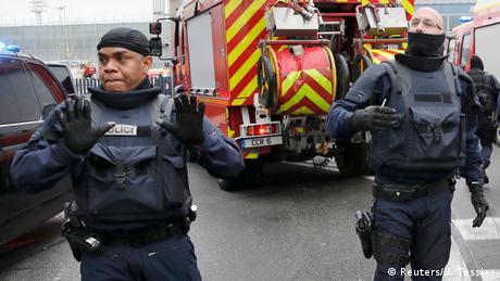 Frankreich Flughafen Paris Orly, Angreifer auf Soldaten erschossen (Reuters/B. Tessier)