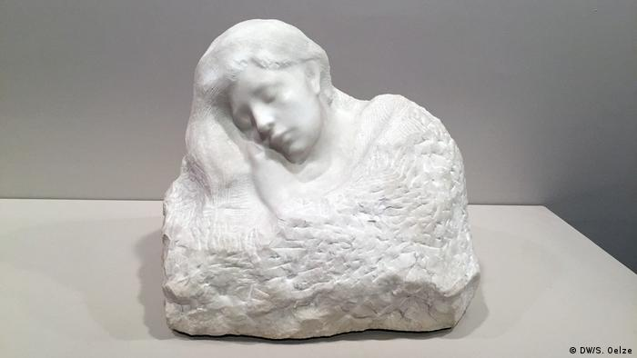 Sculpture of man sleeping (DW/S. Oelze)