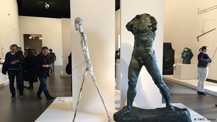 Rodin Walking Man sculpture in museum (DW/S. Oelze)