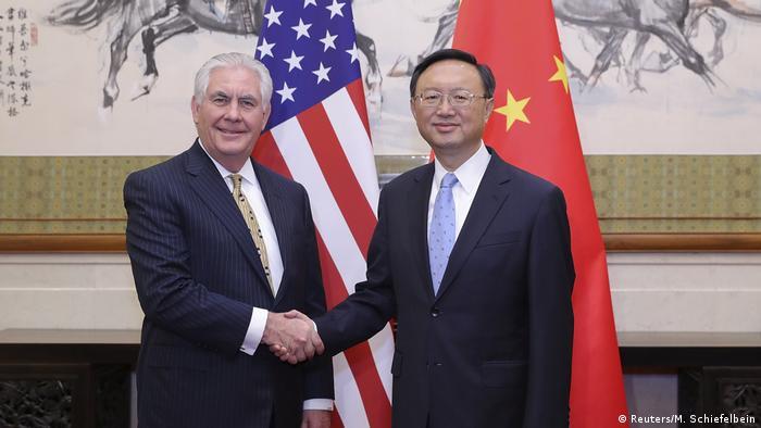 China Treffen Wang Yi und Rex Tillerson (Reuters/M. Schiefelbein)