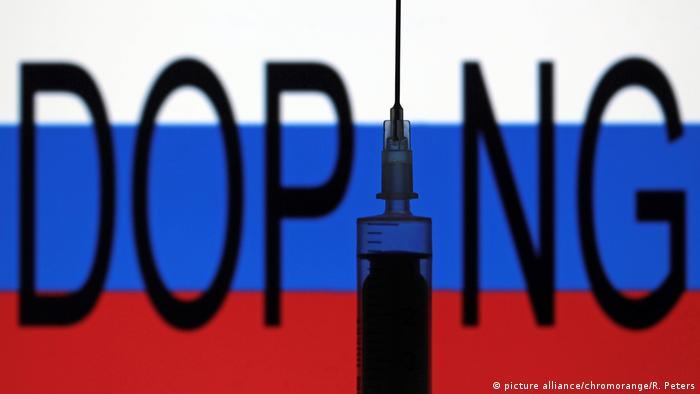 Символ допинга на фоне флага РФ