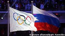 FILE - A file picture dated 23 February 2014 of the Olympic flag (L) and the Russian flag (R) during the Closing Ceremony of the Sochi 2014 Olympic Games in the Fisht Olympic Stadium in Sochi, Russia. EPA/HANNIBAL HANSCHKE (zu dpa-Meldung: «Sportpolitik: Weltverband IAAF entscheidet über ein mögliches Olympia-Startverbot für Russlands Leichtathleten» vom 17.06.2016) +++(c) dpa - Bildfunk+++ |