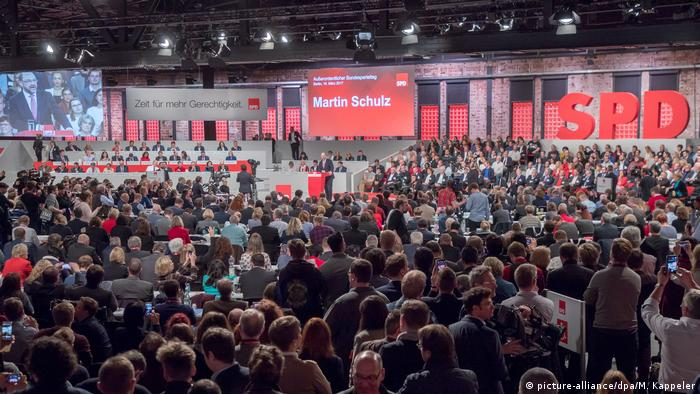 Deutschland SPD-Bundesparteitag in Berlin (picture-alliance/dpa/M. Kappeler)