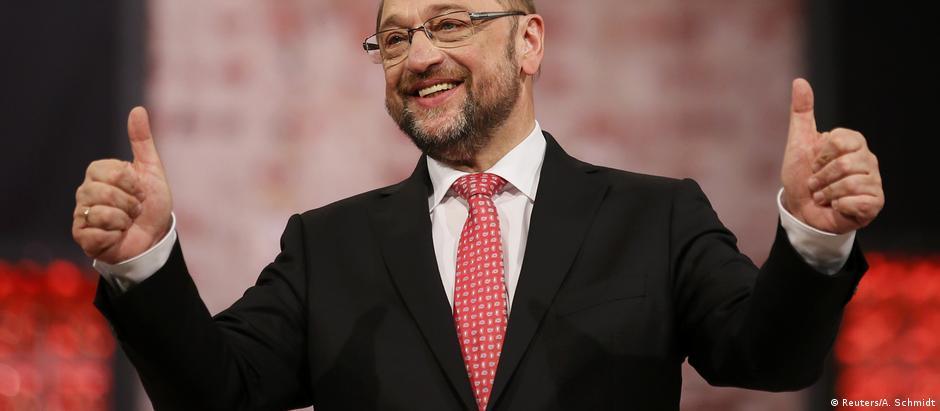 Παμψηφεί Σουλτς στο «τιμόνι» του SPD