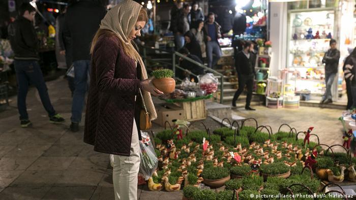 Iran Nouruz (picture-alliance/Photoshot/A. Halabisaz)