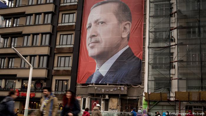 Türkei Banner mit Porträt von Präsident Erdogan in Istanbul (Getty Images/C. McGrath)