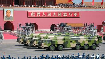 China Kurzstreckenrakete DF-16 (picture-alliance/dpa/G. Jinfh)