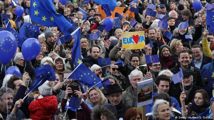 Pulse of Europe - Demonstration Berlin (Getty Images/S. Gallup)