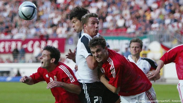 Podolski numa partida entre a Alemanha e a Hungria, em 2004